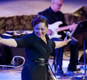 Annie Nepomuceno performing at the Ford in Serenata Filipina Ver. 1