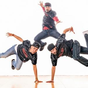 Pop, lock, and jam with the whole family as @versastyleLA joins us July 29th to break down today's hip-hop dance moves and more. Kids 12 and under even get in free! Reserve your tickets now via link in bio #bigworldfun #familyfun #hiphop #dance