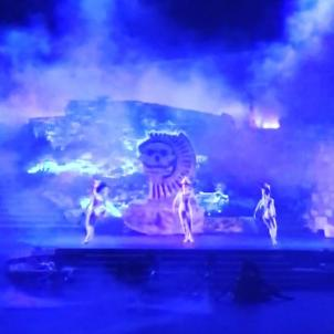 @pacifico_dancecompany has transformed #LAsFreshest stage into the mythical Aztec world of Mictlan